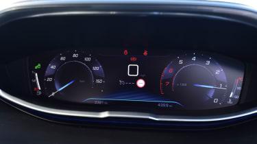 Peugeot 5008 - driver screen