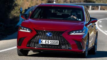 Lexus es 300h driving front