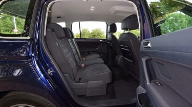 Volkswagen Touran - middle seats