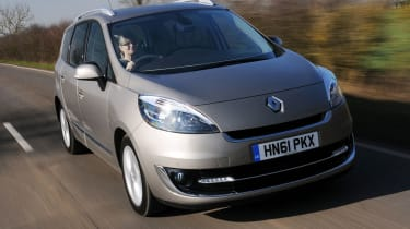 Renault Grand Scenic front tracking