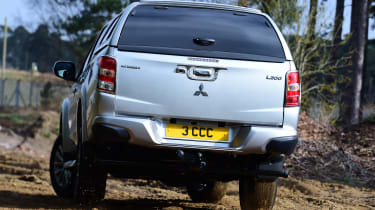 Mitsubishi L200 - rear action
