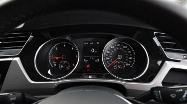 Volkswagen Touran - dials