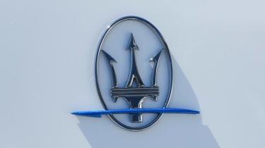 Maserati Ghibli Hybrid - bagde
