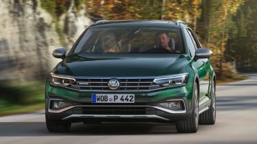 Volkswagen Passat Alltrack - full front