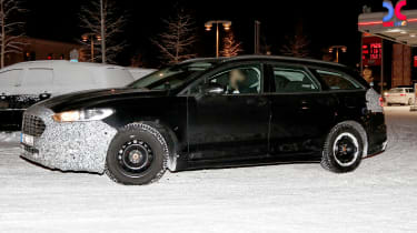 Ford Mondeo Hybrid Estate - spy side 3/4