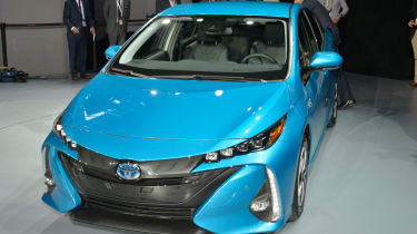 Toyota Prius Plug-in 2016 NY show front