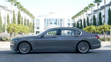 BMW 750i - side