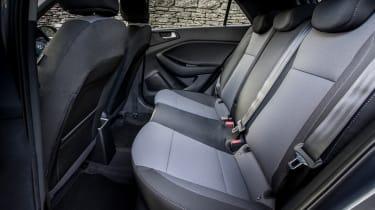 Hyundai i20 Active 2016 - rear seats