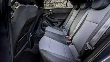 Hyundai i20 Active 2016 - rear seats