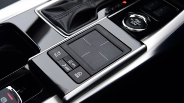 Mitsubishi Eclipse Cross Black Connected - touch pad