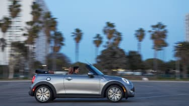 MINI Cooper S Convertible 2016 review - side tracking
