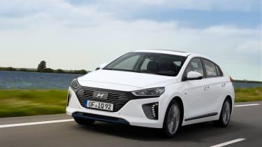 Hyundai IONIQ hybrid 2016 - front tracking 2