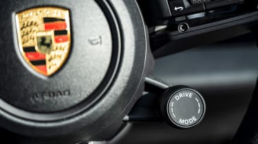 Porsche Taycan 4S Cross Turismo - drive mode