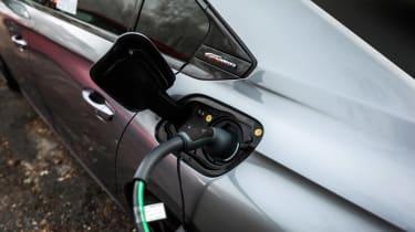 Peugeot 508 HYbrid prototype - charging