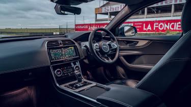 Jaguar XE Reims Edition - dash