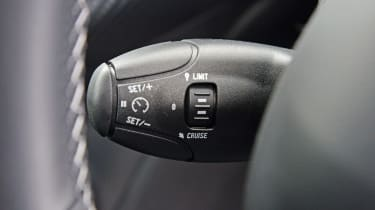 Peugeot 208 - cruise control