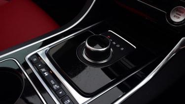 Jaguar XE - centre console