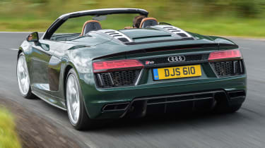 Audi R8 Spyder V10 plus - rear quarter action