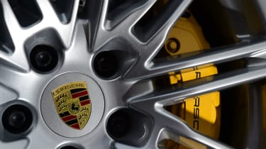 Porsche Cayenne Turbo - wheel/brake detail