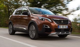 Peugeot 3008 2016 - front tracking