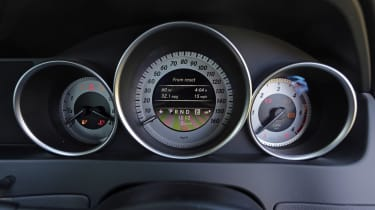 Used Mercedes C-Class - dials