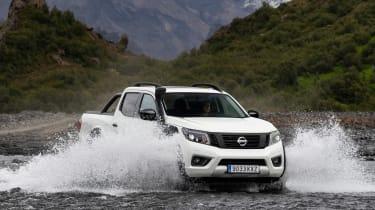 Nissan Navara Off-Roader AT-32 - fording