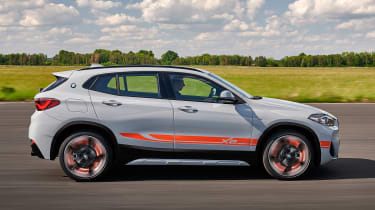 BMW X2 M Mesh Edition - side action
