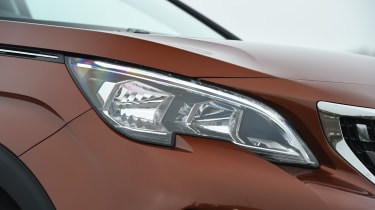 Peugeot 3008 - headlight
