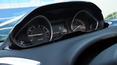 Peugeot 208 1.6 VTi Allure dials