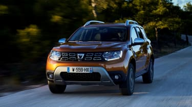 Dacia Duster - front panning