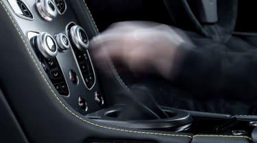 Aston Martin V12 Vantage S 2016 - manual