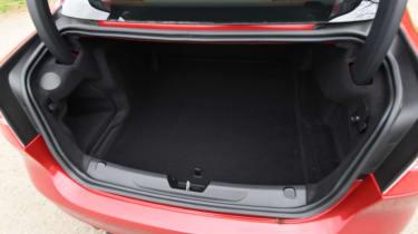 Jaguar XE S - boot