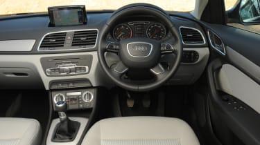 Audi Q3 2.0 TDI (2WD) dash