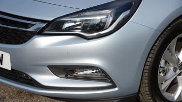 Vauxhall Astra Sports Tourer diesel 2016 - headlight