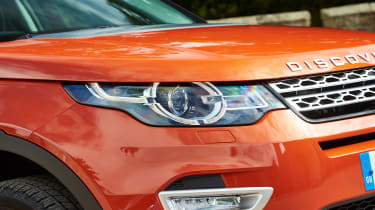Land Rover Discovery Sport - front lights
