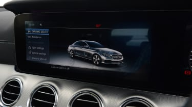 Mercedes E 350d 2016 - centre screen