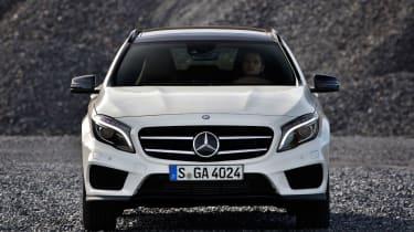 Mercedes GLA 250 SE - head on