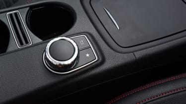 Mercedes GLA - buttons