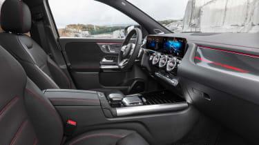Mercedes GLA - front seats