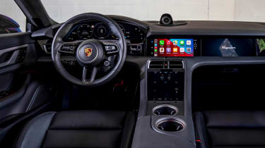Porsche Taycan Cross Turismo - dash