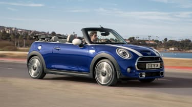 MINI Convertible - front tracking