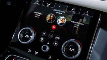 Range Rover Velar show - phone