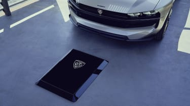 Peugeot e-LEGEND - charging