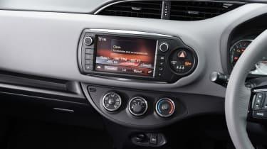 Toyota Yaris Design Bi-Tone 2016 - centre console