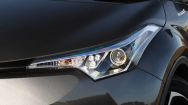 Toyota C-HR -headlight