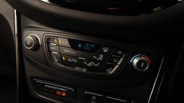 Ford B-MAX centre console