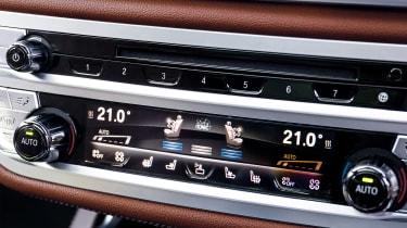 BMW 740Ld xDrive - centre console controls