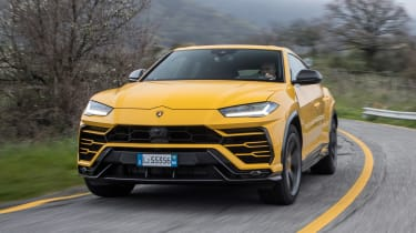 Lamborghini Urus - front cornering