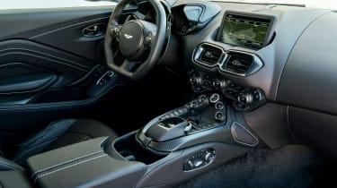 Aston Martin Vantage - cabin