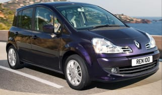 Renault Modus hatchback front tracking